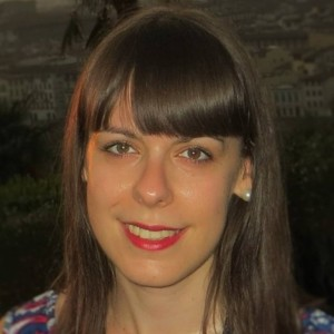 Master in Research Vision Sciences (2012); Master in Optometry (2011) and Degree in Optometry from the University of Valladolid (2010). She is specialist in gas permeable contact lens fitting in keratoconus.