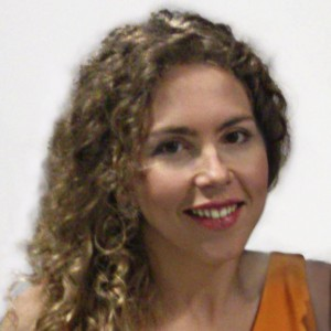 PhD in Vision Science from the University of Valladolid (2013); Master in Optometry and Master in Researc Vision Sciences (2008); Degree in Optometry from the University of Valladolid (2003). She is expert in contact lens and ocular surface, with extensive experience in calculating IOL, anterior segment surgery, etc.).